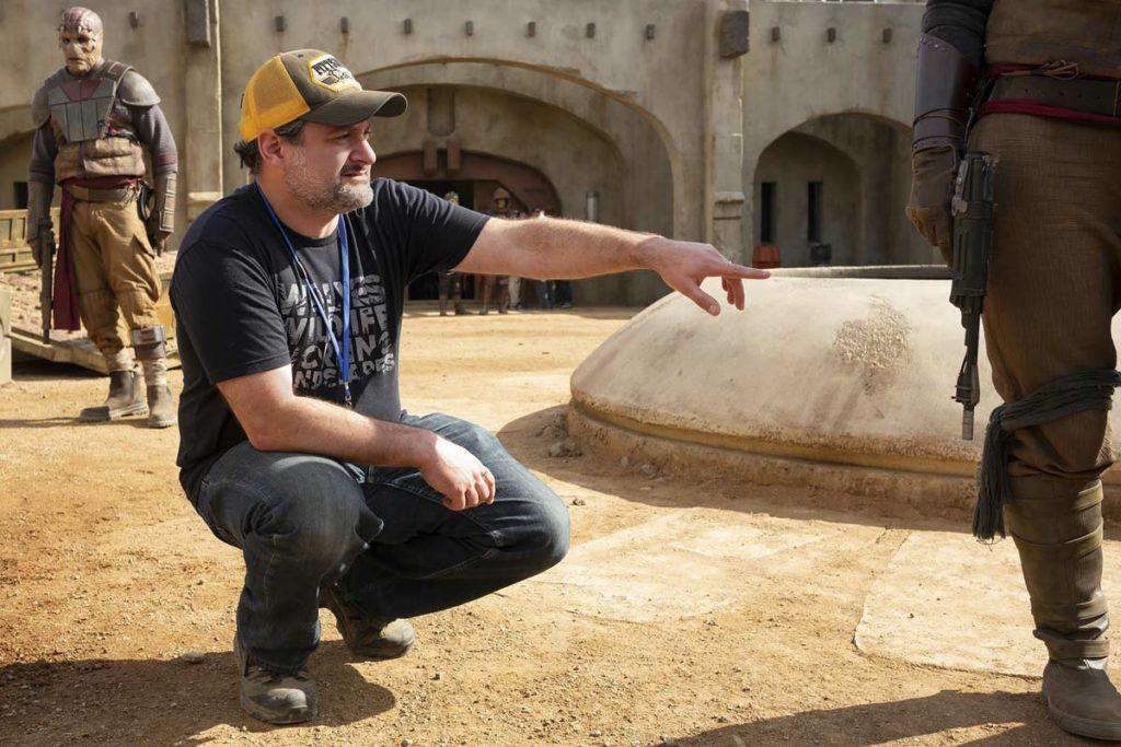 Dave Filoni dirigiendo uno de los capítulos de The Mandalorian.